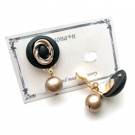 マットブラック&マットゴールドボタンイヤリング